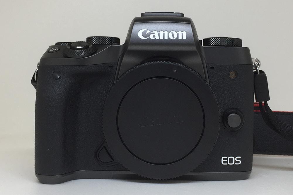 Canon EOS M5 ミラーレスデジタル一眼カメラを買いました。