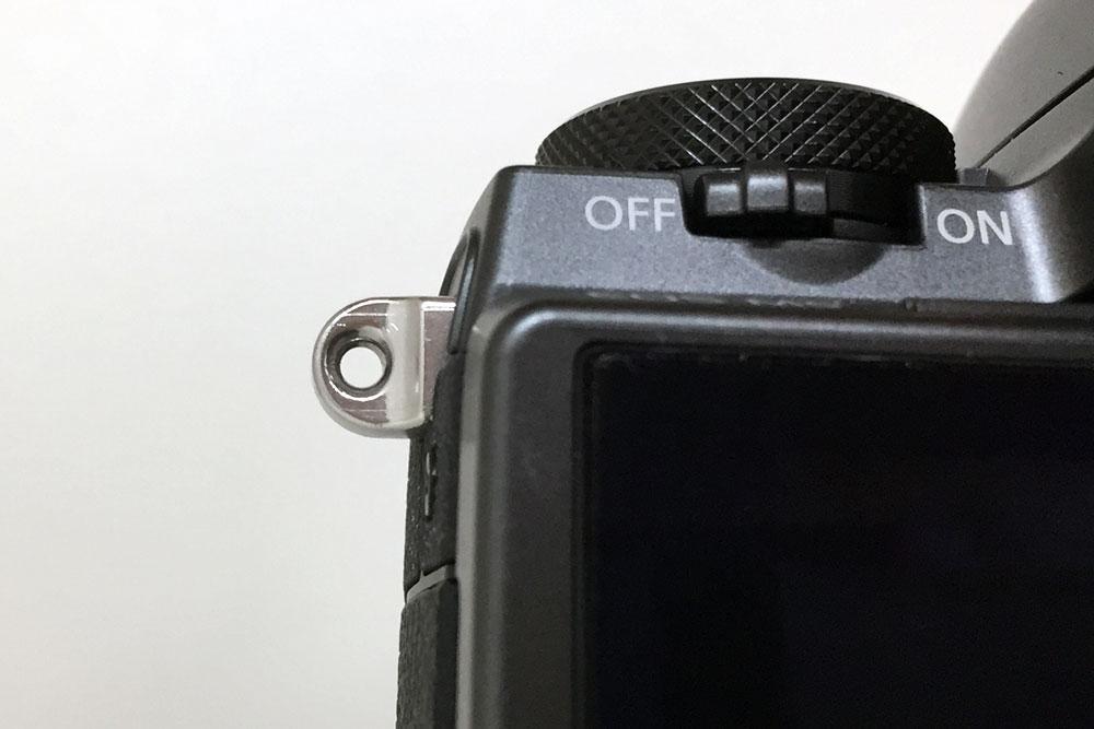 カメラ側のリング取り付け部の穴